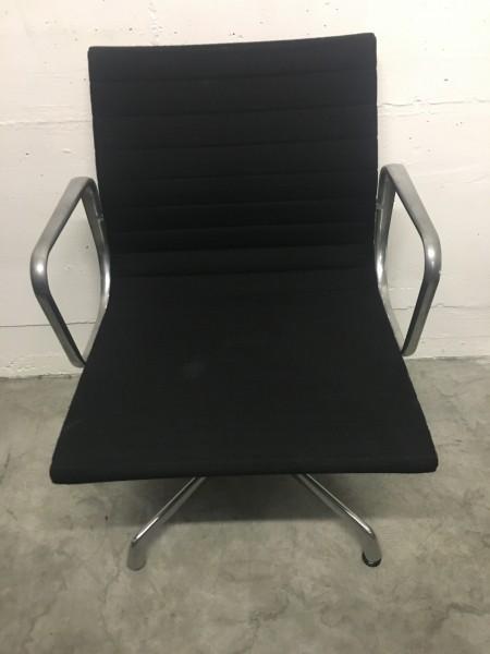 Vitra Aluminium Chair EA 107